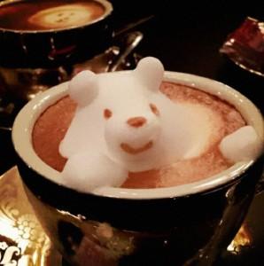 Japanese-Barista-Makes-3D-Latte-Art-bear